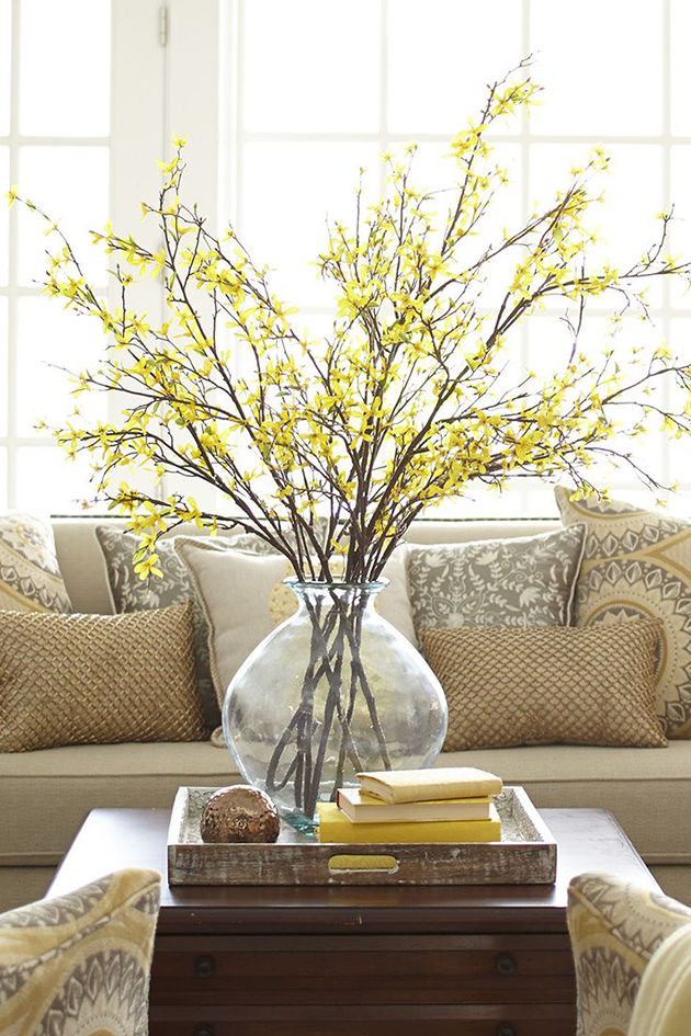 Spring table yellow centerpiece